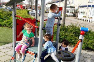 Gastouder kinderopvang Barendrecht: Heerlijk naar buiten om te spelen, elke dag als het weer het toe laat, bij de Banjo Bengeltjes