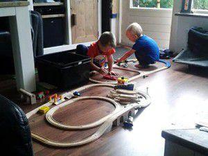 Kinderopvang Barendrecht: De houten trein is een grote hit bij de Banjo Bengeltjes.